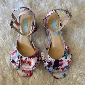 Beautiful Betsy Johnson shoes 7 size
